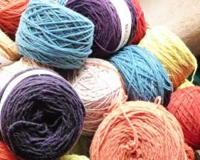 teintures végétales; laine à tricoter mérinos.